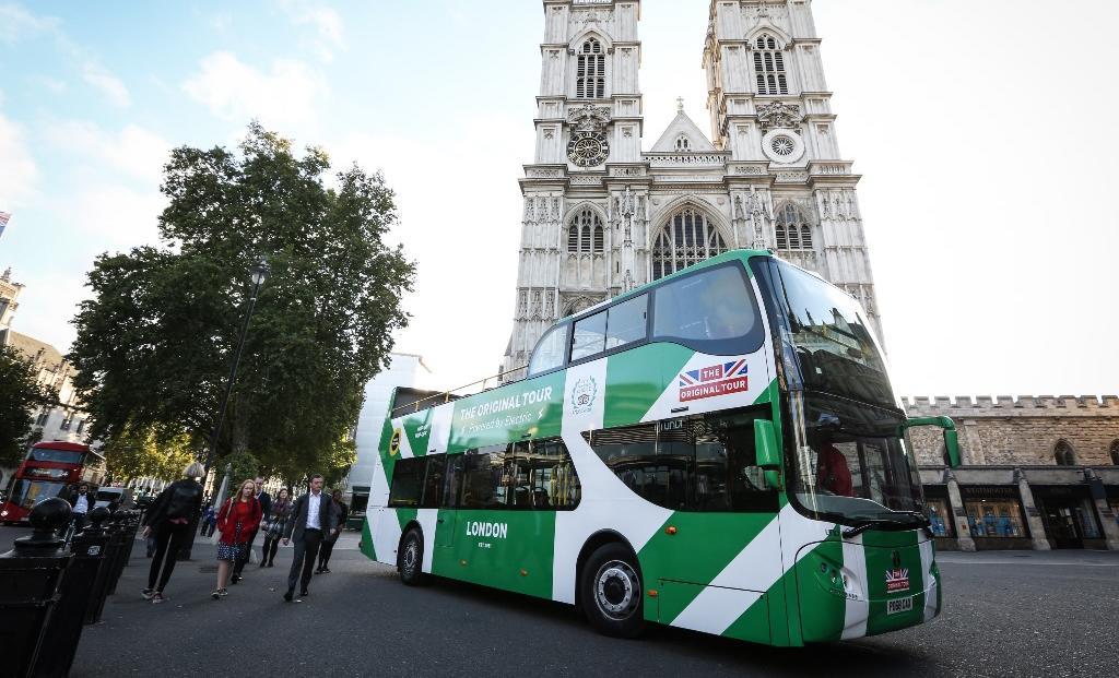 Prvi električni dvonadstropni cabrio bus
