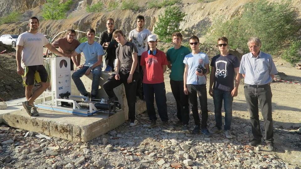 To so fantje, ki razvijajo slovenski vesoljski program