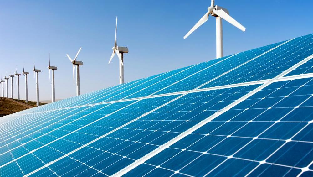 Kaj poganja elektromobilnost, kje so luknje in kje priložnosti?