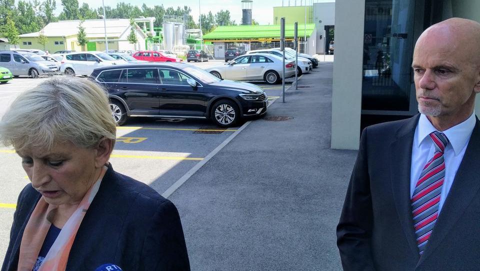 (video) Ministrica Majcnova do jeseni težav z embalažo ne bi reševala
