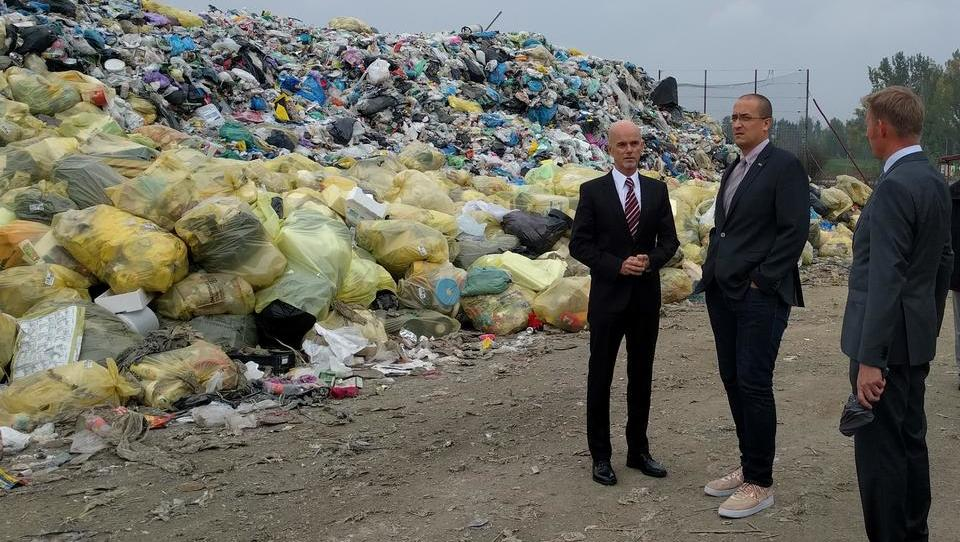 Minister pričakuje »pravne manevre« nasprotnikov odpadkarskega zakona