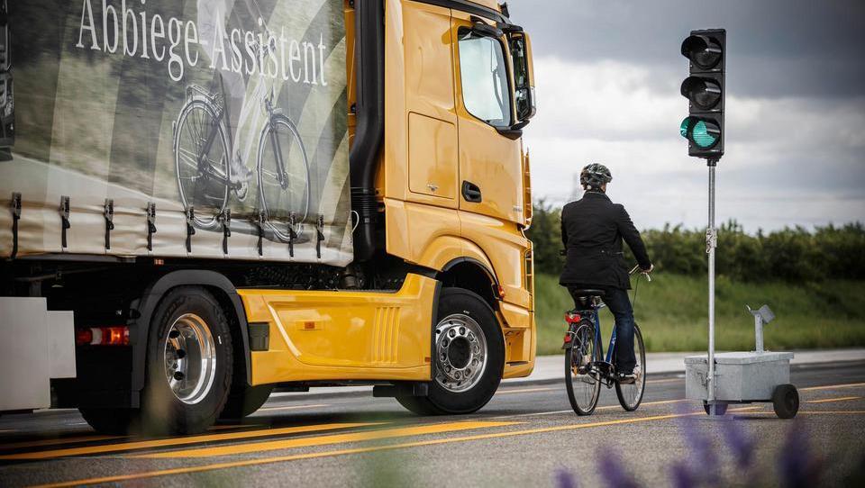 Avtomatizacija v logistiko prinaša milijardne prihranke