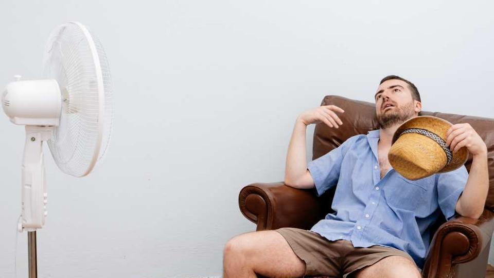 Ne skuhajte se! Kako ohladiti stanovanje, ko pritisne poletna vročina?