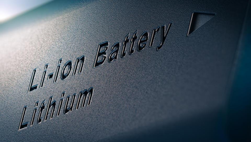 Litijeve baterije zdaj poleg avtomobilov tesla poganjajo tudi vrtna orodja