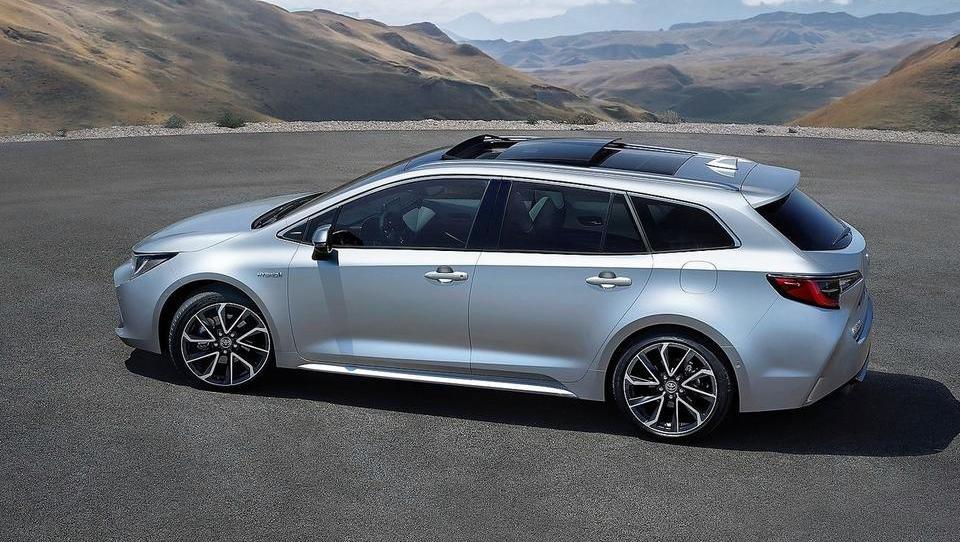 Corolla TS: novo ime, skladnejše obline in evropsko velik prtljažnik