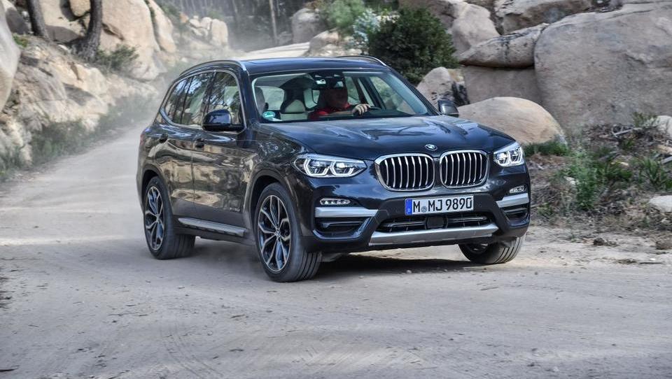 Za volanom BMW X3: videz, ki pošteno zavaja