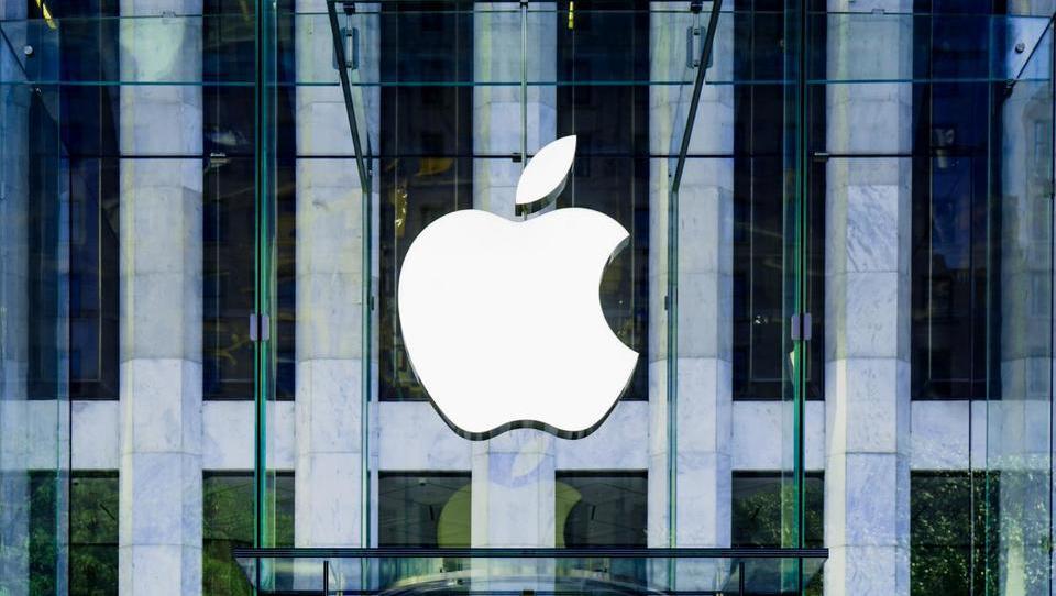 Apple z novim iphonom ni »zakuril« množic