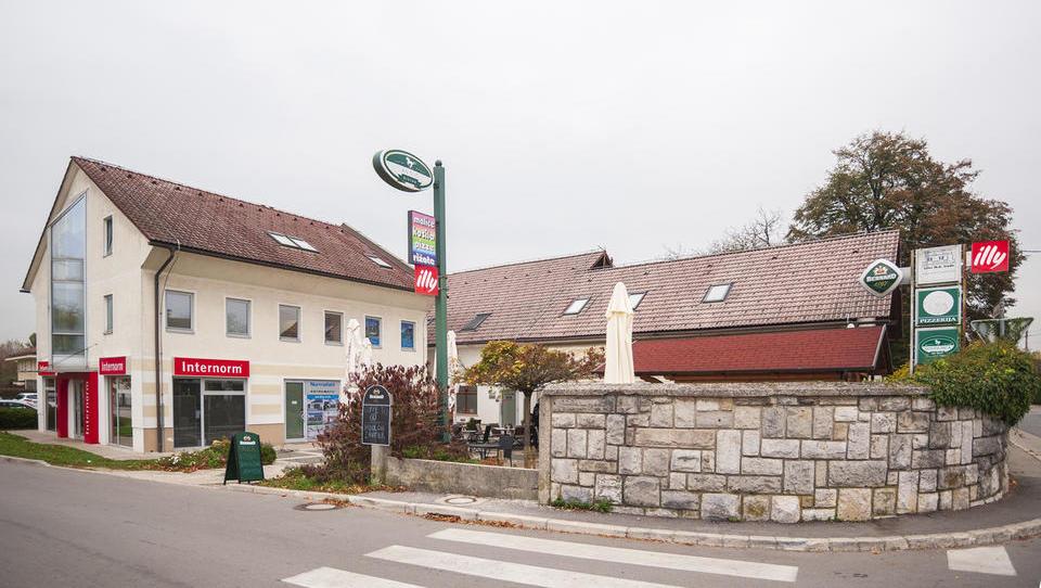 Brežiški kovinar za 1,4 milijona evrov kupil objekt ob Koseškem bajerju