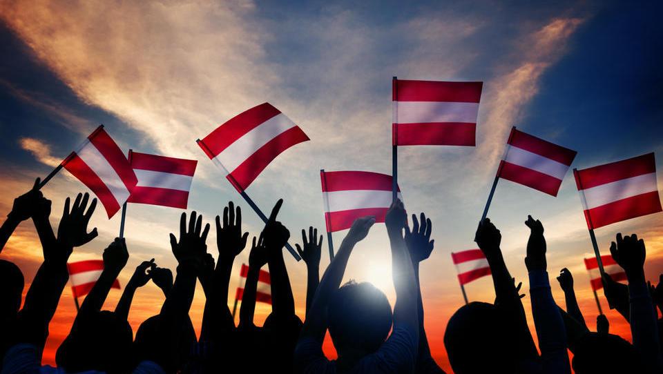 Avstrijci gredo volit, napoveduje se jim spet desna vlada