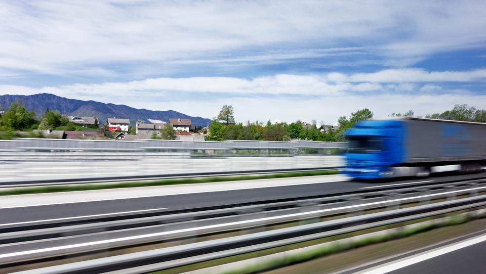 Prevoznike bodo s 1. januarjem udarili prvi računi za drugi tir,...