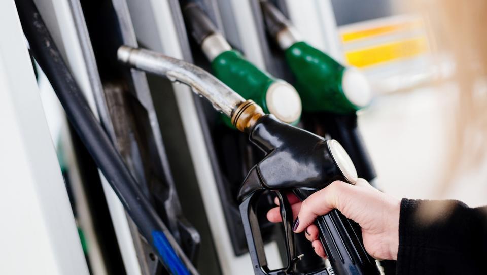 Dizel se draži, cena 95-oktanskega bencina nespremenjena