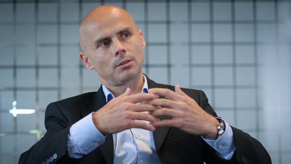 (intervju) Zakaj se Slovenci ne bojimo več mercedes-benzov