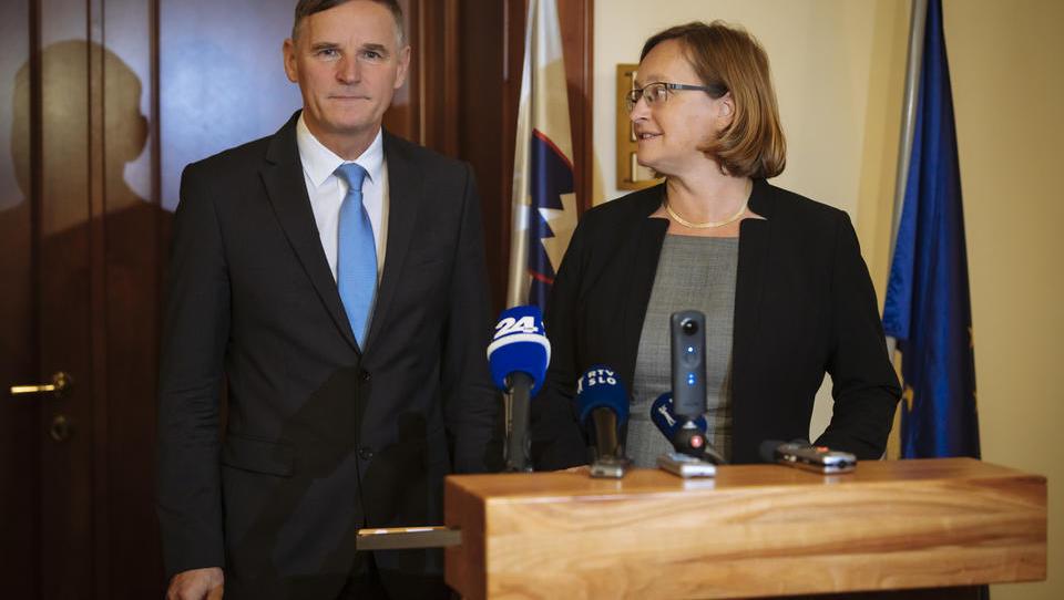Vlada jutri o razrešitvi Vraničar Ermanove, zamenjala naj bi jo Natalija Kovač Jereb