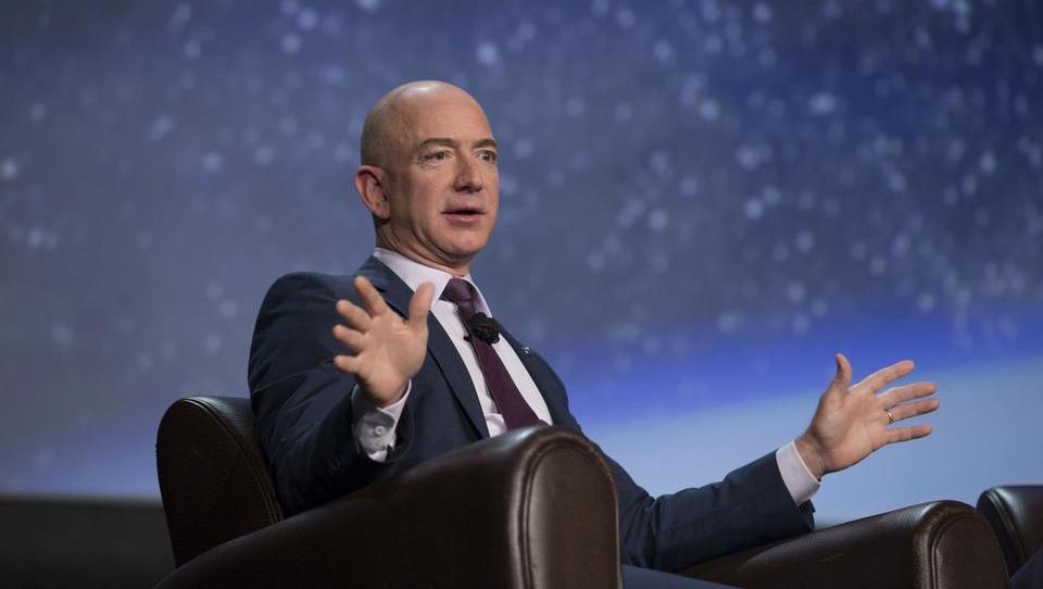 Jeff Bezos je na lestvici najbogatejših zemljanov prehitel Billa Gatesa