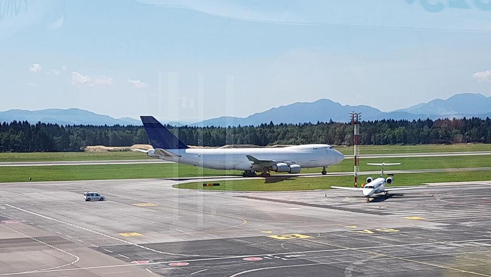 Atrakcija: zverina boeing 747 pristala na Brniku in odpeljala...