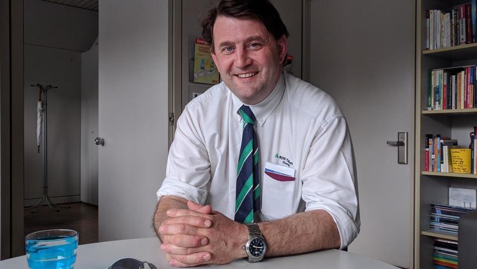 (intervju) Kaj prinaša škotska žaga industriji, prebivalstvu in okolju