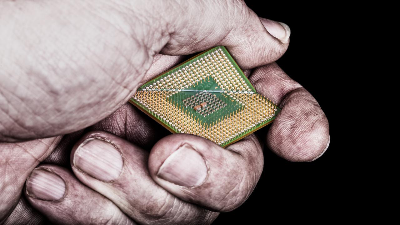 Saj ni res, pa je – Intel je razkril novo varnostno ranljivost
