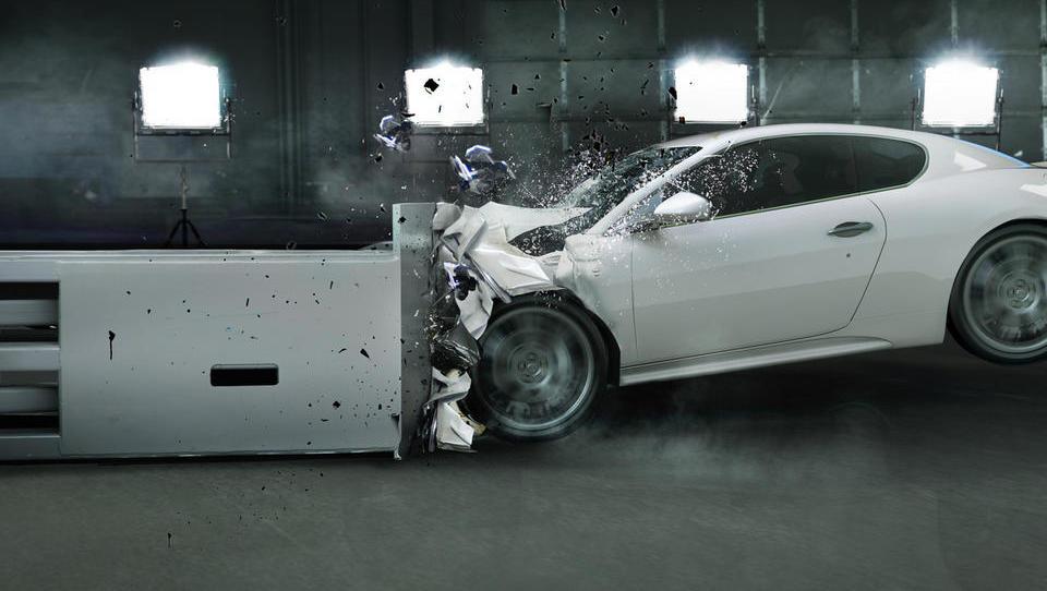 Avtomobilska industrija se obrača na glavo