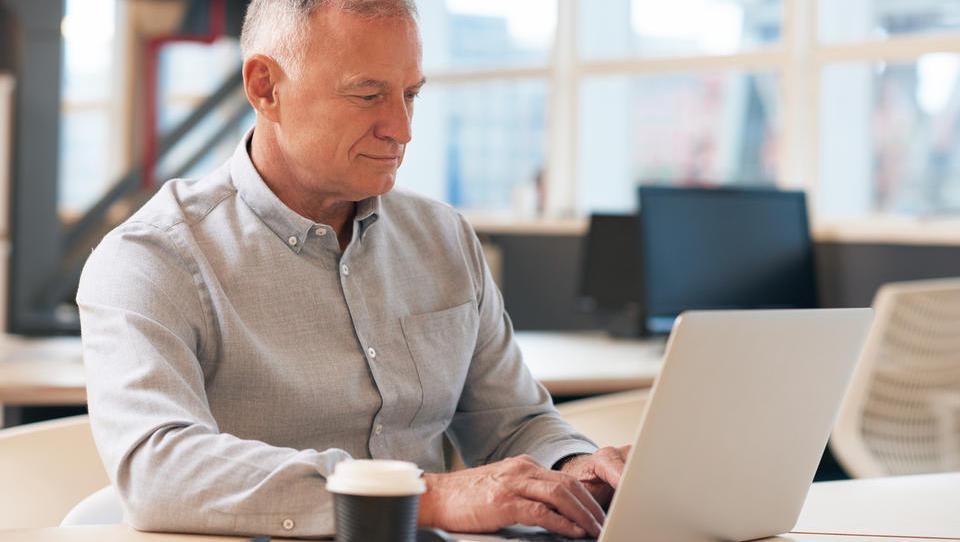 Denar in brezplačne delavnice za večji potencial starejših zaposlenih
