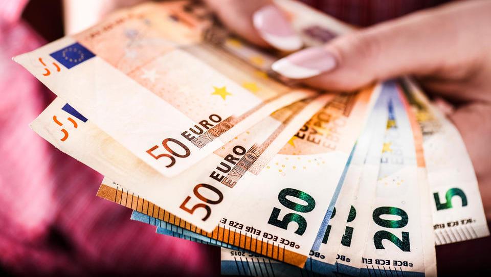 Dohodek povprečnega Slovenca lani zrasel za 258 evrov