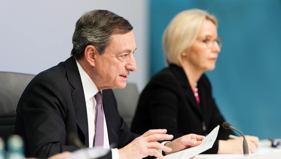 Obrestne mere ECB ostajajo rekordno nizke, a ECB pošilja signal, da se počasi pripravlja na dvig