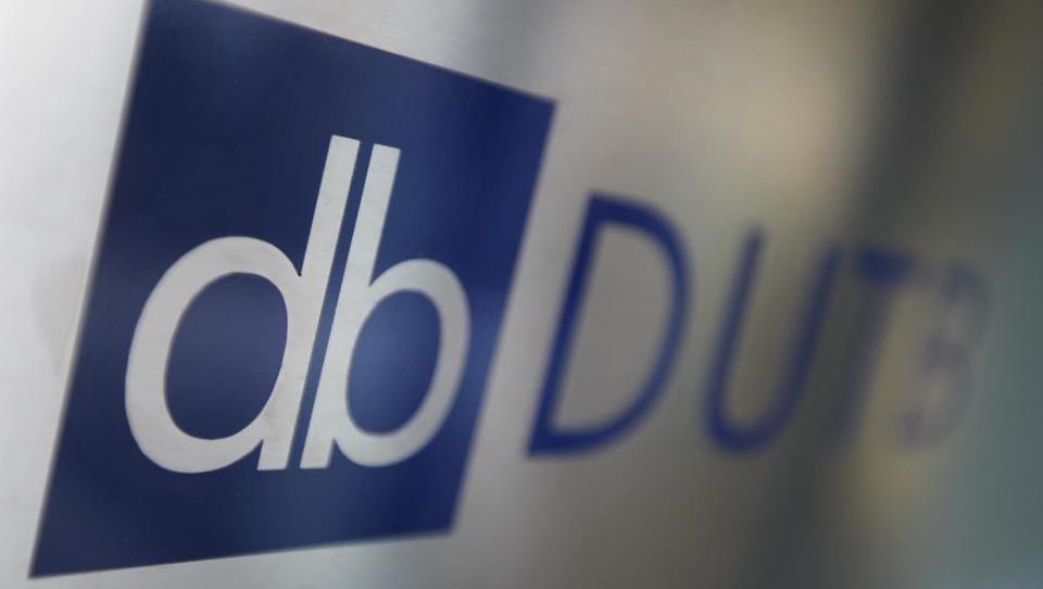 Kaj je v ozadju razmeroma visokih številk na pogodbah med DUTB in Pristopom?