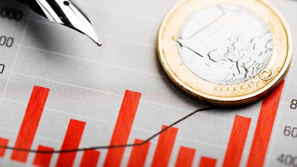 V javnem sektorju v dobrih štirih letih plače višje za desetino