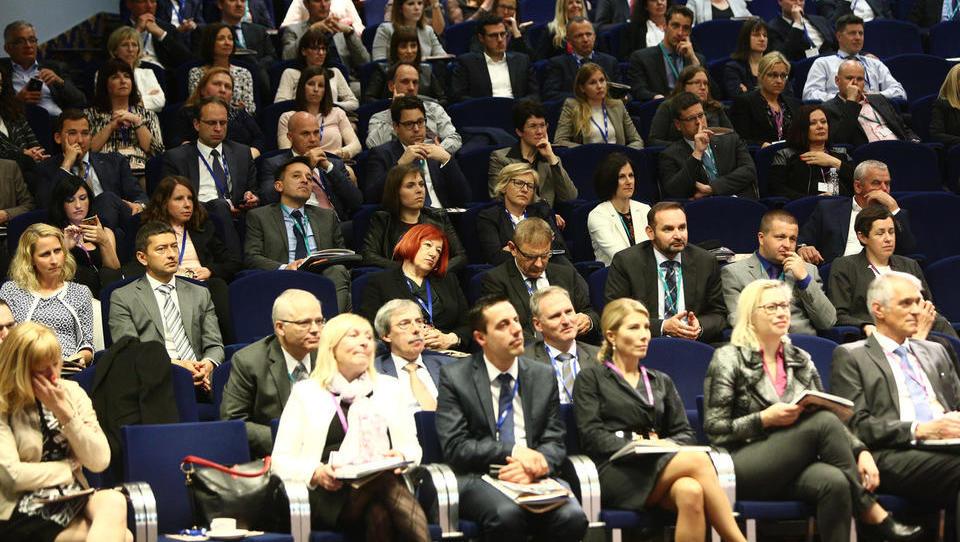 35. Finančna konferenca - spoznajte govorce