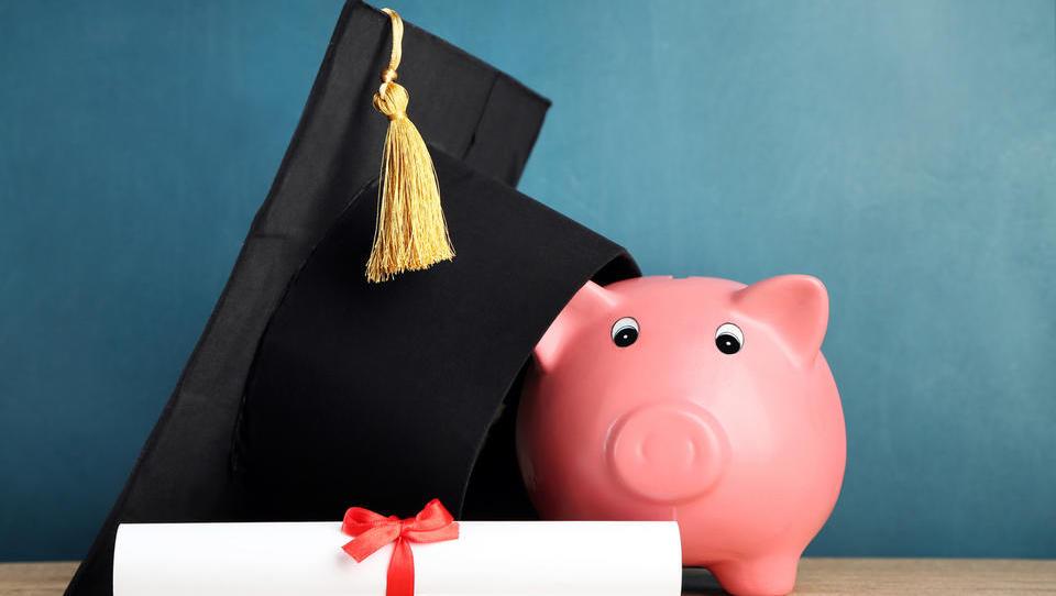 Koliko višjo plačo prinese diploma poslovne šole