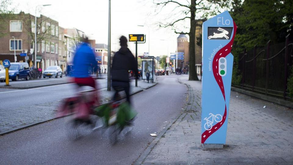 Od nakita in črnila iz smoga do prenosnega avtomata za recikliranje - zelene rešitve v mestih