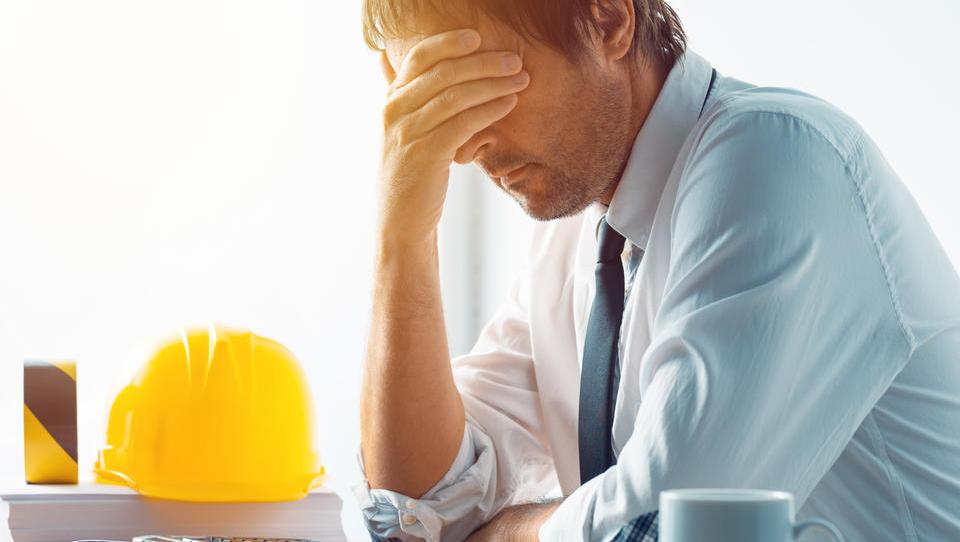 Glavobol: Koliko bo država več pobrala delavcu in delodajalcu, ki imata posel samo v tujini