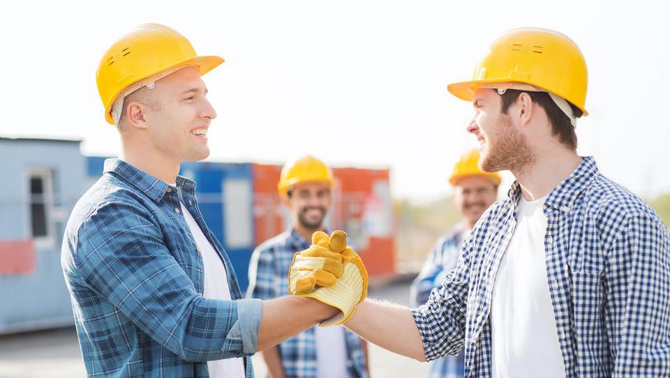 Avgusta letos gradbinci zaslužili za tretjino več kot lani
