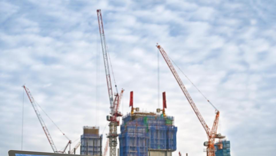 Vrednost gradbenih del se je lani povzpela na slabih 1,9 milijarde...