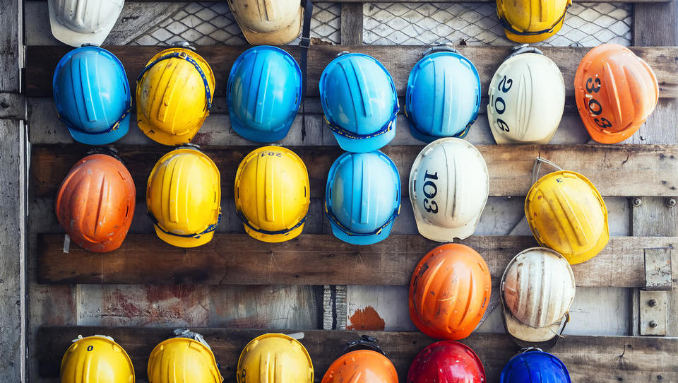 Januarja več brezposelnih, podjetja že iščejo gradbene delavce