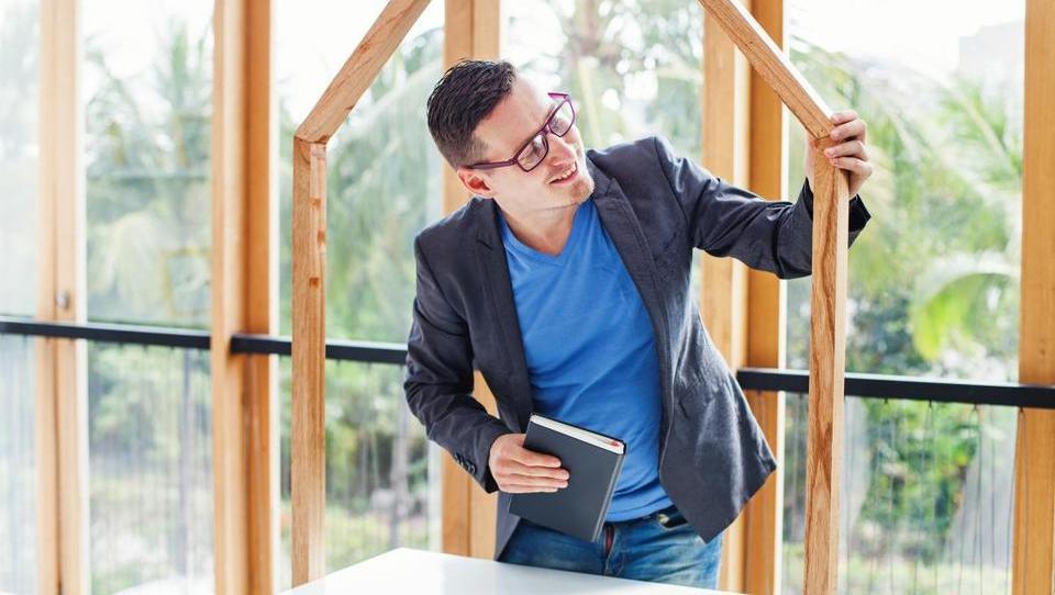 Zakaj pri leseni gradnji potrebujemo zelo dobrega nadzornika