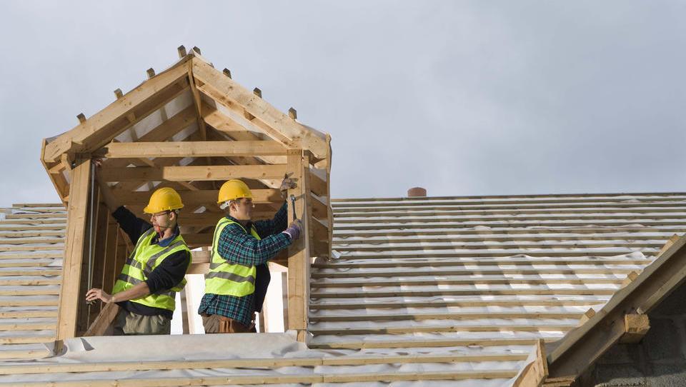 Vrednost gradbenih del na stavbah aprila za polovico višja kot pred enim letom
