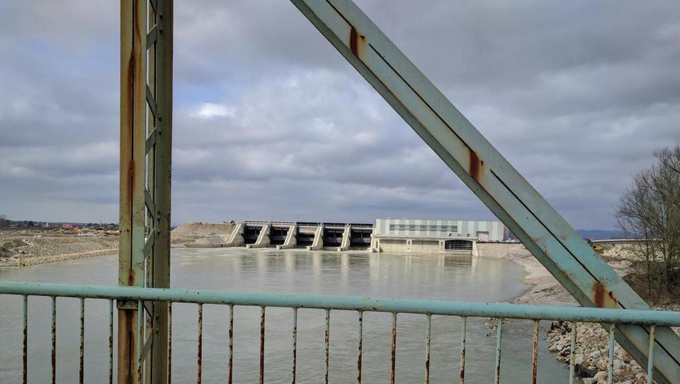 Avgusta padec proizvodnje električne energije