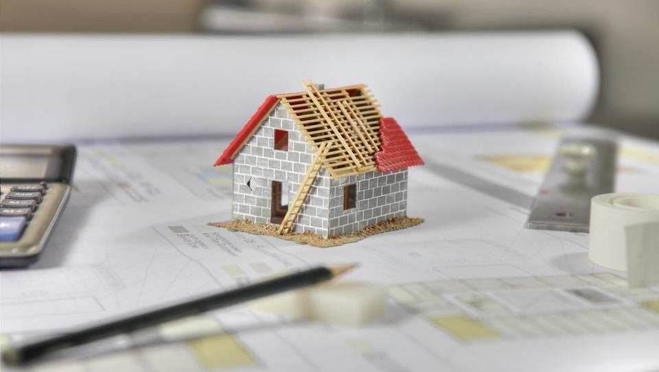 Koliko stane gradnja hiše z različnimi gradbenimi materiali in...