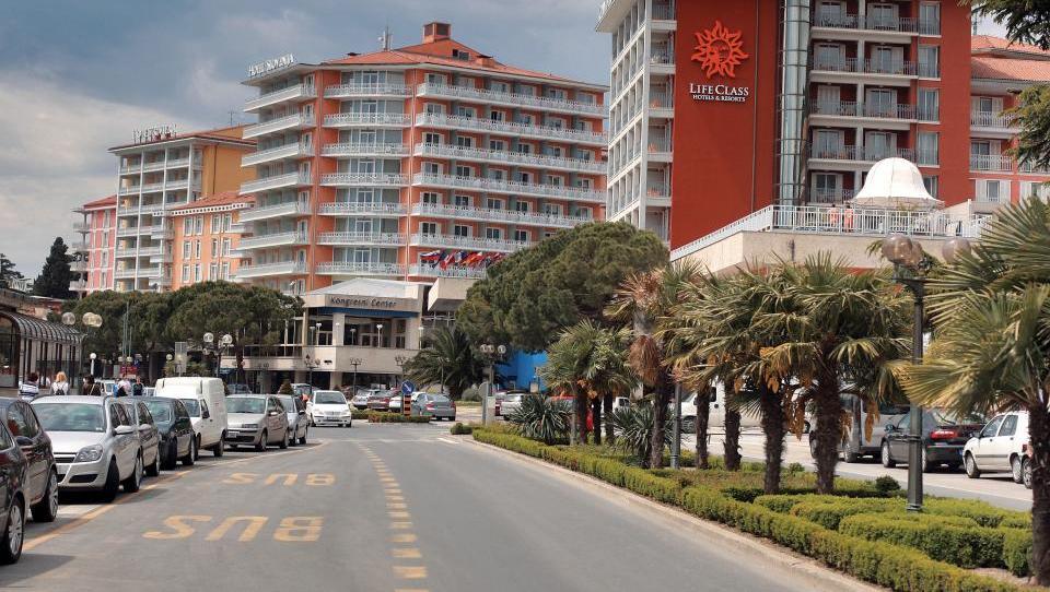Država bi z vašim denarjem kupila še Istrabenzove hotele. V igri tudi Miodrag Kostić.