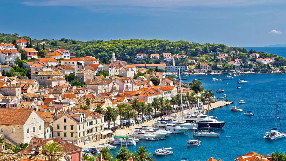 Dražbe od Istre do Dalmacije: apartmaji, hiše in hoteli, ki bodo jeseni naprodaj na Hrvaškem