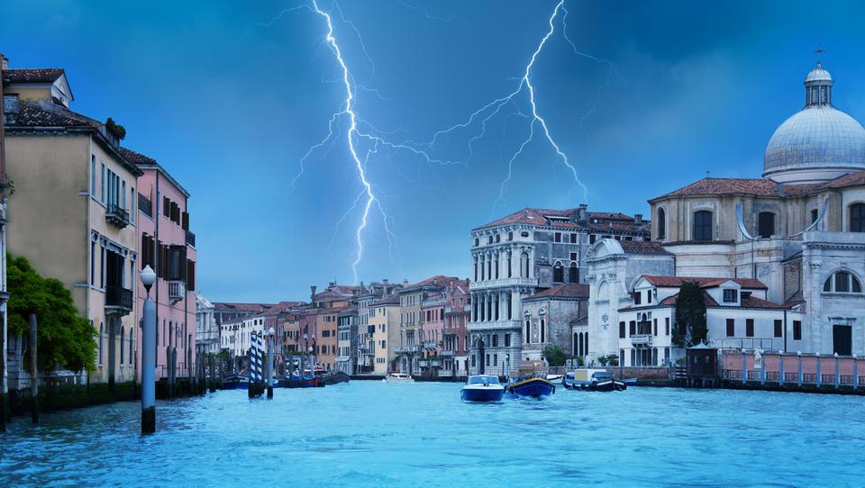 Evropska komisija formalno zavrnila italijanski proračunski načrt za 2019. Kaj takega se je zgodilo prvič
