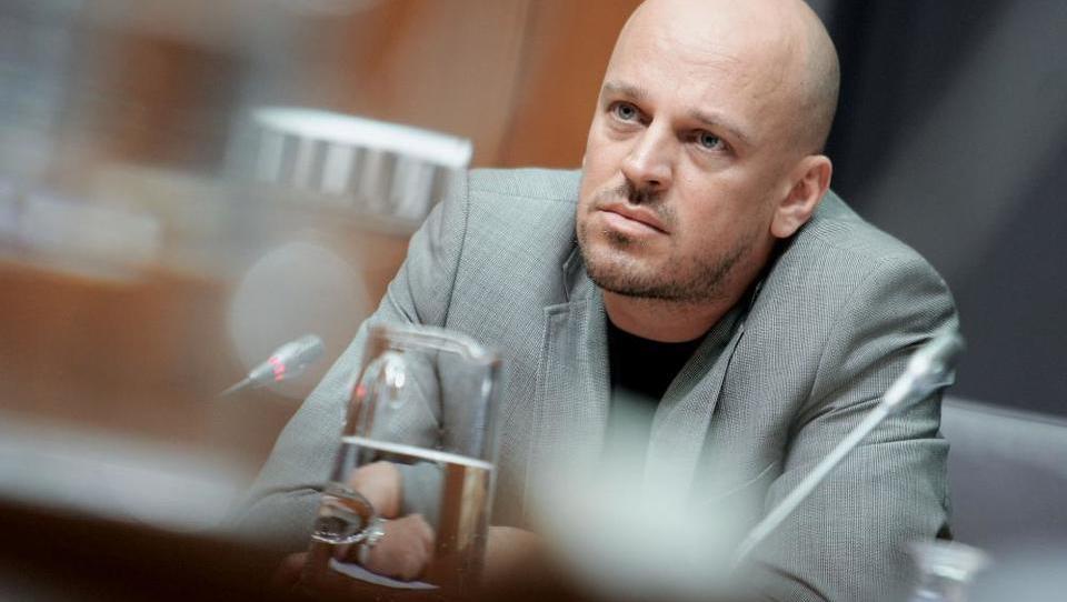 So Jankovićevi zlorabili prisilko? Prisilka Electe naložb v novo presojo nižjega sodišča