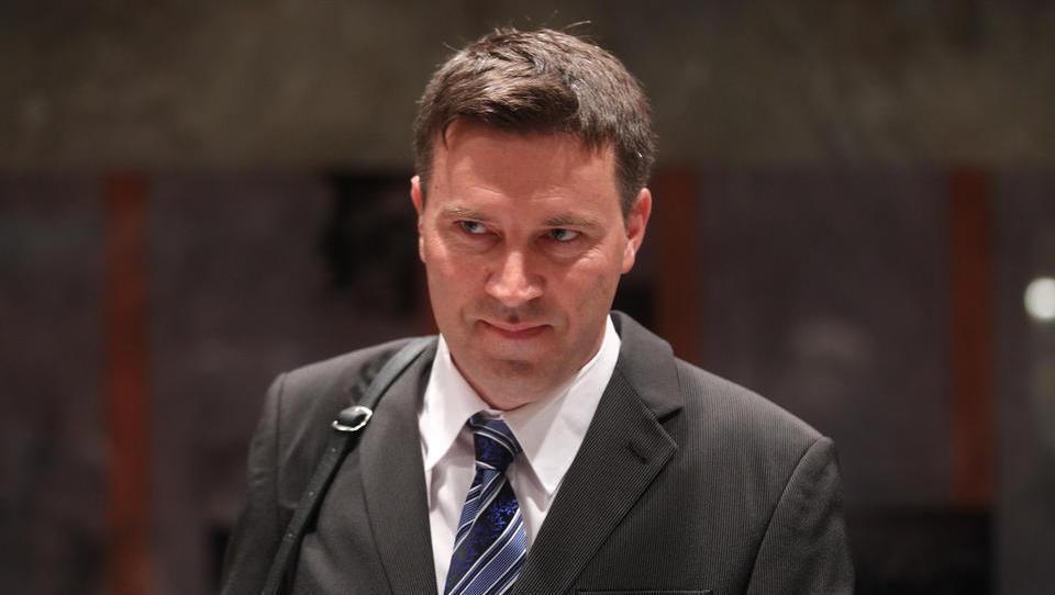 Cerarjev poslanec Aleksander Kavčič, ki je tudi dimnikar, si lahko obeta nov biznis