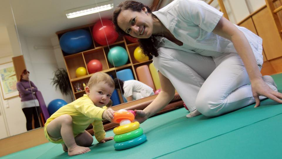 Multidisciplinarni tim obravnava petino gorenjskih dojenčkov
