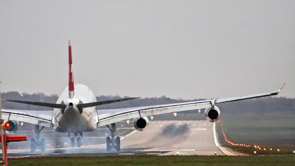 Slabo vreme ovira letalski potniški promet v Londonu