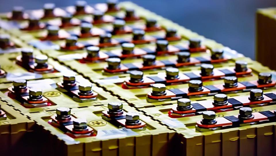 Kako kitajski velikan »na baterije« postaja še večji