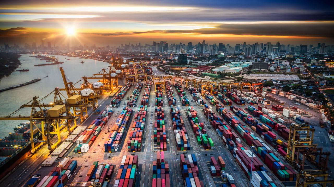 Rast svetovne trgovine se upočasnjuje. Kako to čutijo logisti v...