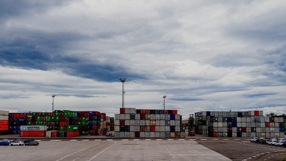 Rast industrije evrskih držav se upočasnjuje