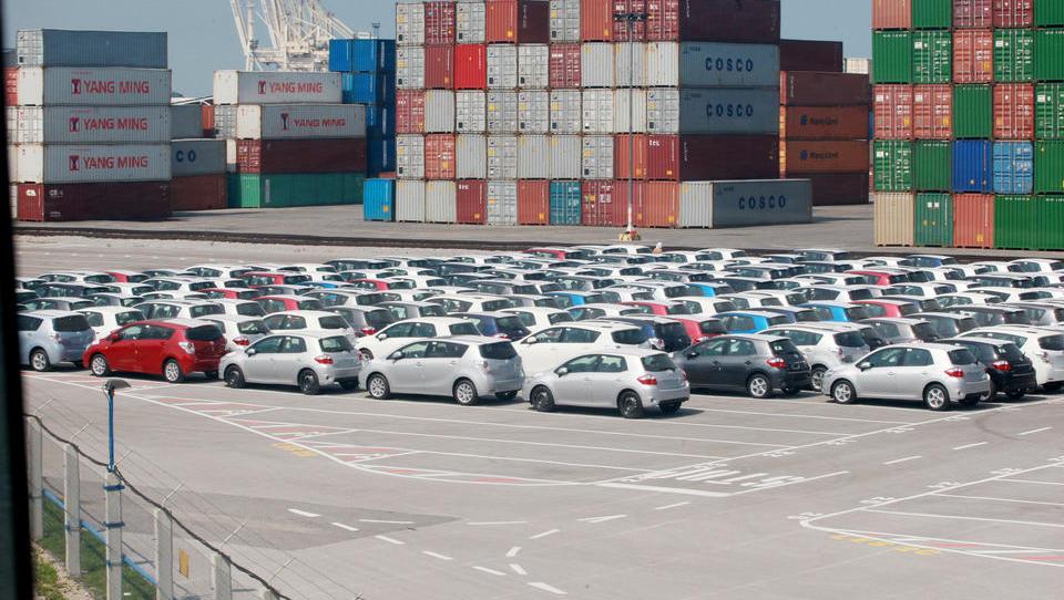 Maja prodanih 5,6 odstotka več novih avtomobilov