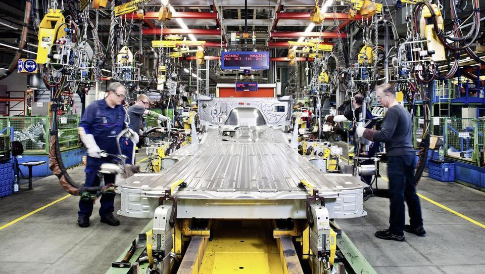 Nemška industrija s polno paro naprej